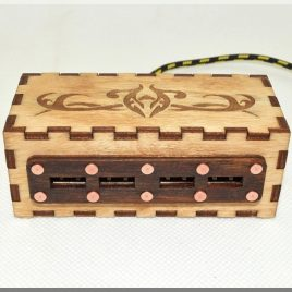 Wooden 4 portsUSB HUB with engraved vintage ornaments.